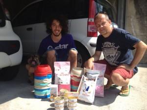 La consegna del cibo ai volontari del comasco